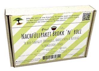 GrowGrow Nut NachfüllpaketSaatgut und Kokoserde für die Grow-Grow Nut. Lieferumfang: - 3x Kokoserde-Ziegel - 3x Bio-Saatgut: Brokkoli, Radieschen & Rucola - 3 Bäume werden gepflanzt Brokkoli: Das frische Grün von Brokkoli erinnert mit seinem würzig pikanten Geschmack leicht an Chinakohl. Radieschen: Radieschen sind hierzulande die ersten Frühlingsboten. Mit Microgreens hast du jetzt die Möglichkeit das ganze Jahr über den frischen würzigen Geschmack zu genießen und musst nicht mehr auf den Frühling warten. Rucola: Das frische Grün von Rucola hat wie die meisten Kohlgewächse einen pikant würzigen Geschmack. Da Rucolagrün einen ziemlich intensiven Geschmack hat, reicht schon eine kleine Menge um Gerichten oder Salaten sein nussiges Aroma zu verleihen. Haltbarkeit des Saatguts: Wenn du unser Saatgut trocken, lichtgeschützt und bei zirka 20°C lagerst, kannst du es bis zu einem Jahr benutzen. Hierbei handelt es sich um einen Richtwert, da die Keimfähigkeit von vielen Faktoren wie z.B. Temperatur, Feuchtigkeit und Licht abhängt. 100% biologisch abbaubar, vegan Dimensionen 15x8x3cm Nettogewicht 250g Inhalt 3x Kokoserde-Ziegel, 3x Bio-Saatgut (Brokkoli, Rucola, Radieschen)